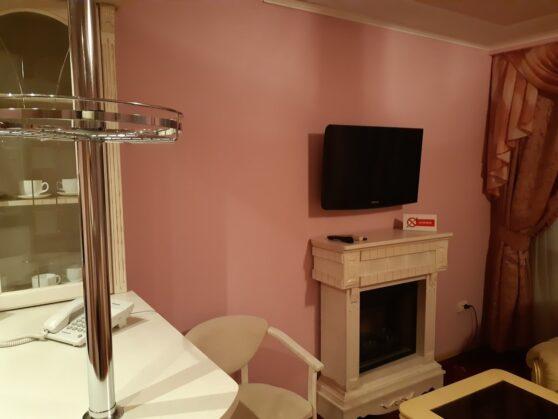 Телевизор в номере гостиницы Тернополь