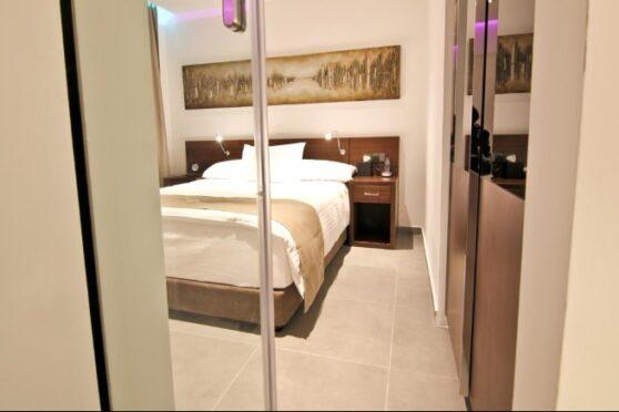 спальня отеля Achilleos City