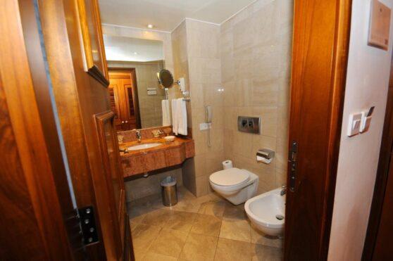 Ванная комната отеля Elysium, Пафос, Кипр
