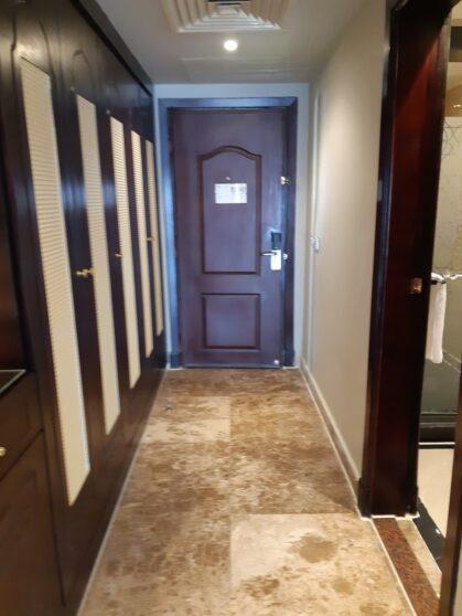 Коридор номера executive suites в отеле Sunrise Arabian Beach