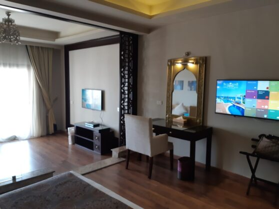 Номер executive suite в отеле Sunrise Arabian Beach