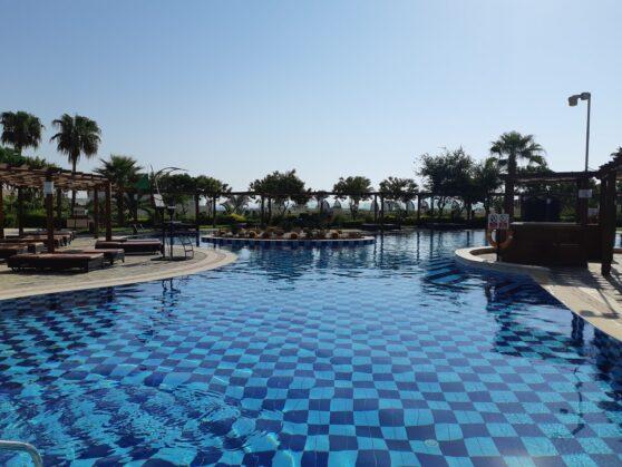Бассейн adults only Sunrise Arabian Beach Resort