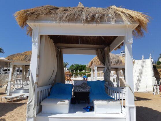 Павильон на пляже отеля Sunrise Arabian Beach Resort