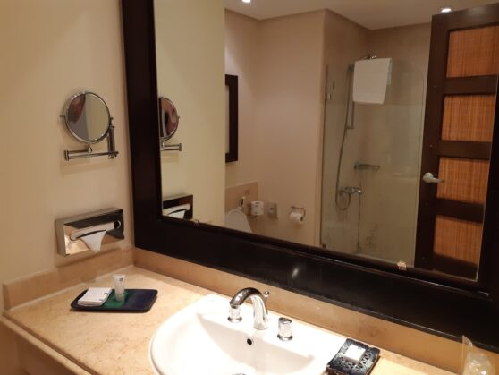 Ванная комната номера premium отеля Grand Rotana Resort and Spa