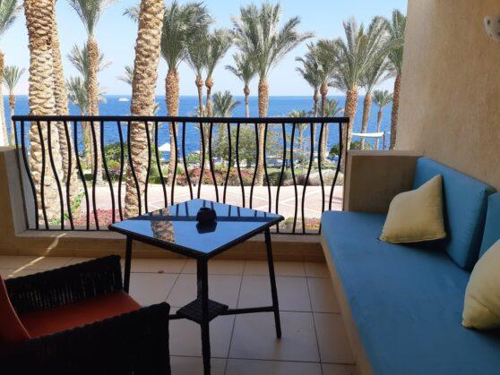 Балкон номера premium отеля Grand Rotana Resort and Spa