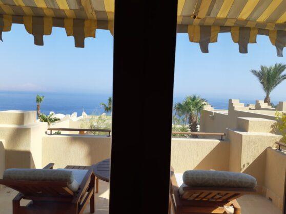 Балкон Premium Sea View Room отеля Four Seasons Resort Sharm